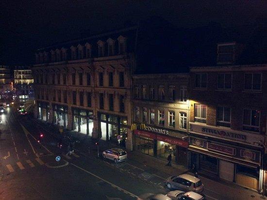 Hotel Chopin: La vue depuis ma chambre sur la gare (à gauche Mcdo)