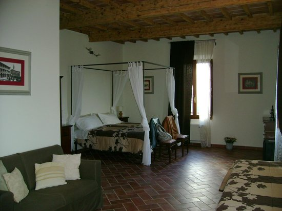 Bed & Breakfast In Piazza: Letto a baldacchino