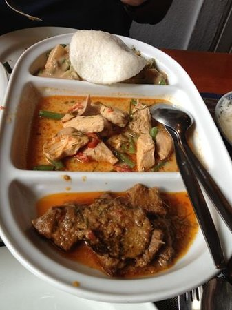 Garuda: gadogado,rendang and Chicken Food