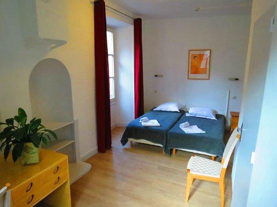 Hotel Patricia : Une chambre twin (lits jumeaux) avec douche et wc.