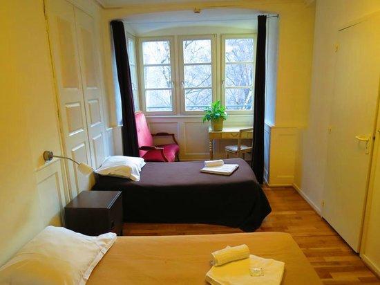 Hotel Patricia: Une chambre triple avec douche et wc.