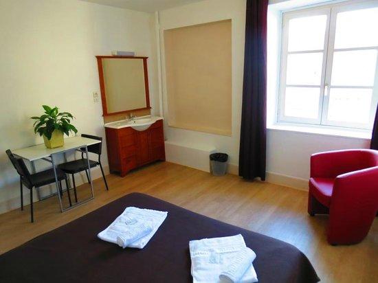 Hotel Patricia: Une chambre double avec lavabo (salle de bains commune)