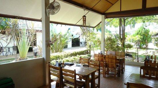 Phuket Airport Hotel: Refreshment Area