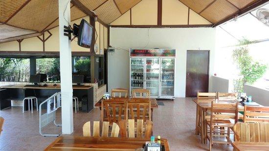 Phuket Airport Hotel : Light snacks area