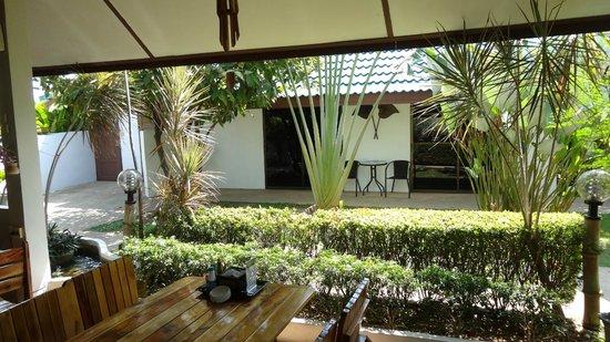Phuket Airport Hotel : Open Refreshment area