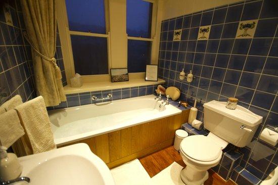 1, Woodchester Lodge: Bathroom