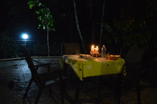 Cool Resort: beautiful table ready for good food