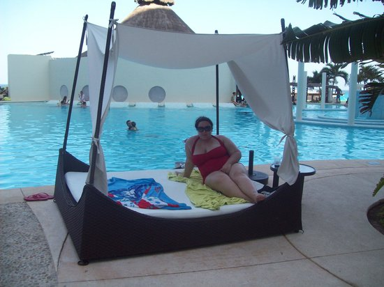 ME Cancun: Poolside cabana - these are first come first serve