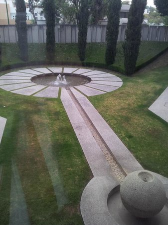 Royal Pedregal: Fountain on the garden