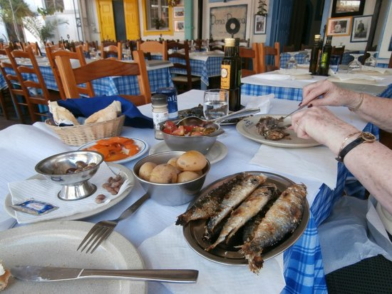 Restaurante Dona Barca: sardines with salad and potatoes