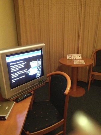 Orea Hotel Pyramida: рабочий стол и приветственная заставка на экране телевизора