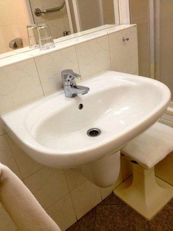 Orea Hotel Pyramida: в ванной комнате