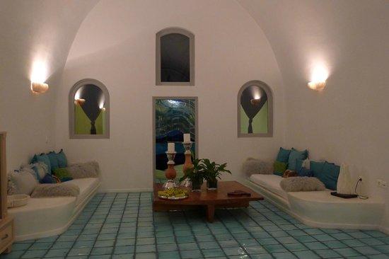 Blue Angel Villa: Living room