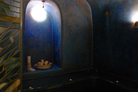 Blue Angel Villa: Indoor Jacuzzi