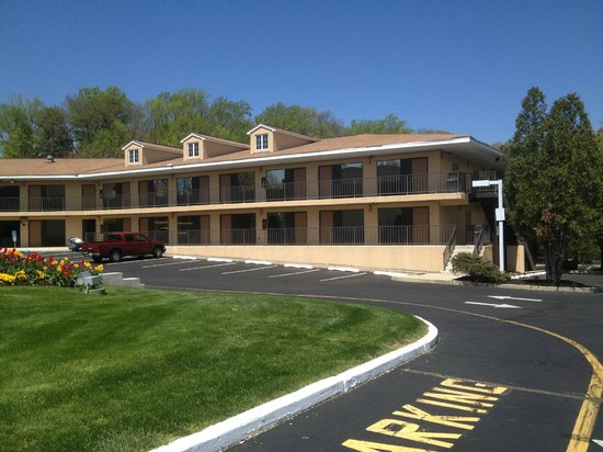 BEST WESTERN Bordentown Inn: Outside of Rooms Building