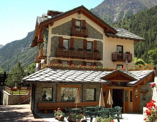 Stella Del Nord Hotel : Hotel in Summer