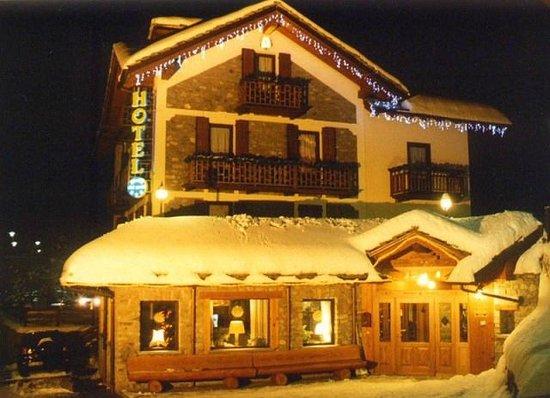 Stella Del Nord Hotel : Hotel by night