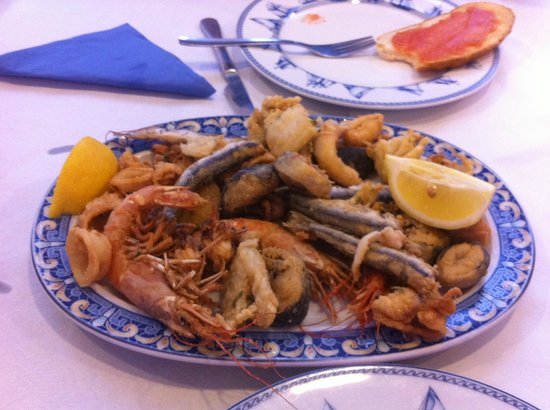 Freiduria Las Gaviotas: Seafood platter Main course - 7.5 EUR!
