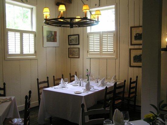 Waterwheel Restaurant : Dining room