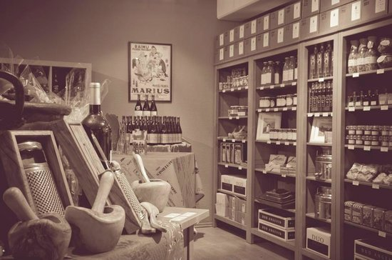 Chez Marie Bistrot-Boutique: Tener la posibilidad de comer y beber, y después poderlo comprar es genial.