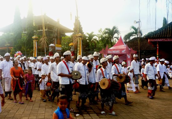 Ubud Sari Health Resort: Excursion to a local Full Moon Temple Festival