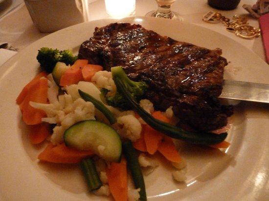 Annie Moore's Bar & Restaurant: Bistecca con verdure