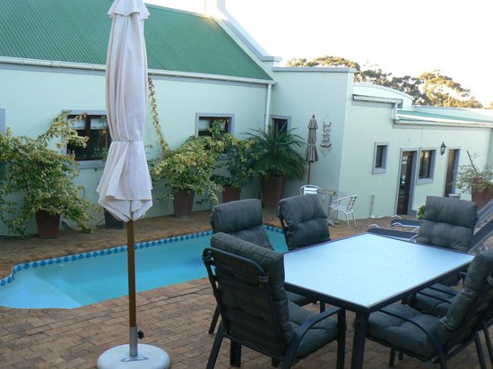 Peace Valley Guesthouse: the pool and brai area