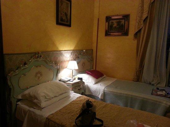 Villa San Lorenzo Maria Hotel: Doppelzimmer mit zwei Einzelbetten