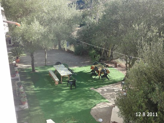 La Valle del Cedrino: giardino con barbecue