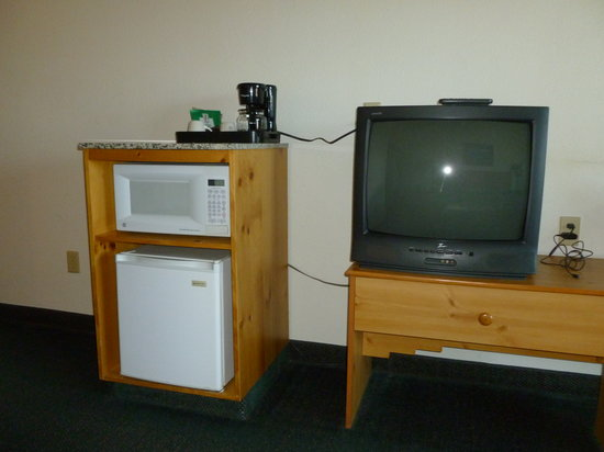 White Oak Inn & Suites: Refrigerator, Microwave, and Coffee Maker