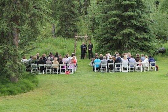 Alaska Heavenly Lodge: Garden Wedding