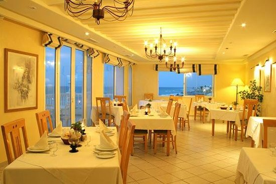 Hotel Flamingo Beach: Restaurant with a panoramic view over the sea