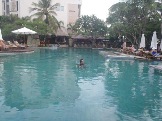 โรงแรมรอยัลบีชเซมินยัคบาหลี: pool
