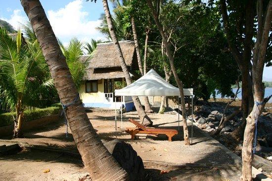 Ankermi / Happy Dive Resort : Bungalow direkt am Meer