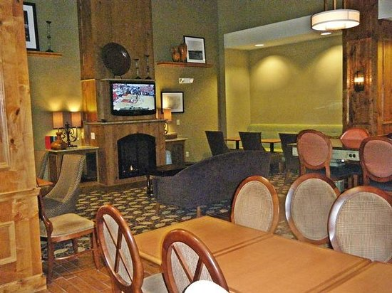 Hampton Inn & Suites New Hartford : Breakfast Area