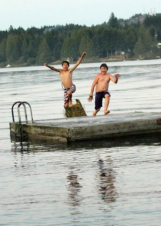 Brannen Lake RV Park and Campsite: Taking a leap off of the swimming dock