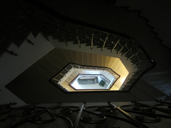 MonarC Hotel: The spiral staircase