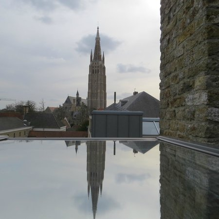 Hotel De Tuilerieen: View from room with reflection from the glass