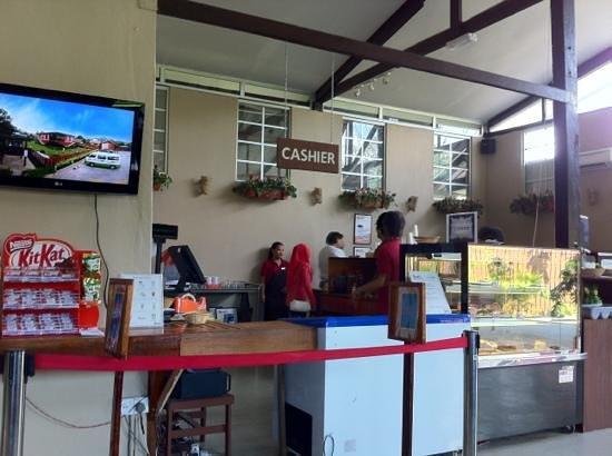 Rumah Terbalik The Cafe