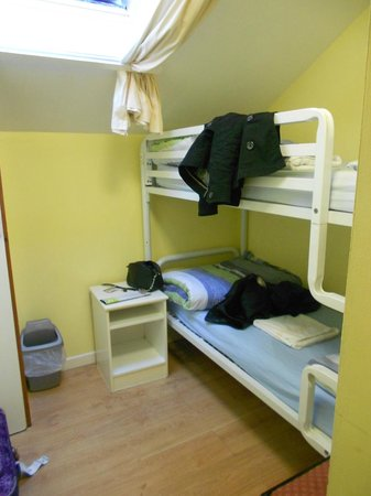 Barnacles Hostel Galway: twin room