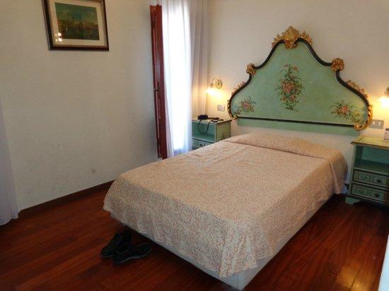 Hotel Malibran: bed