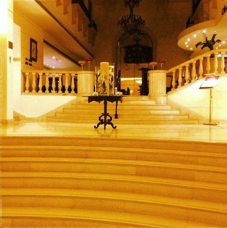 Radisson Blu Martinez Hotel, Beirut: Restaurant entrance