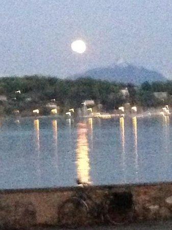 Perle du Lac : romantico moon rise