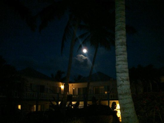 Sibonne Beach Hotel: Moon Over Sibonne