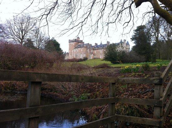 Glenapp Castle : Vue du château depuis l'étang