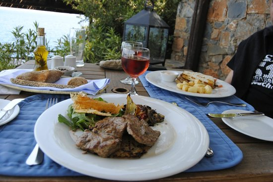 Aquila Elounda Village Hotel: lunch 'the other day'