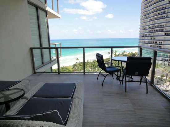 The St. Regis Bal Harbour Resort: Balcony view from the 9th floor