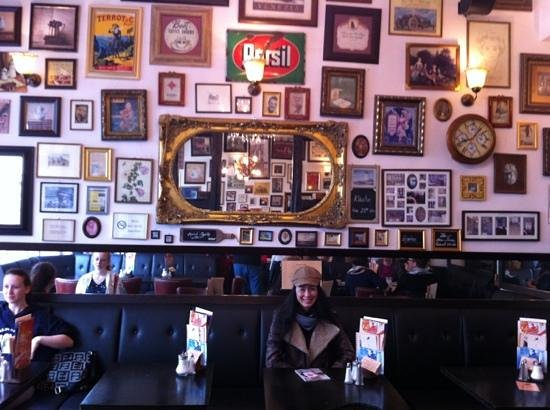Café Klatsch: interesting wall ...