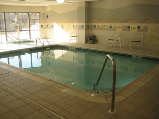Courtyard by Marriott Middletown: Pool