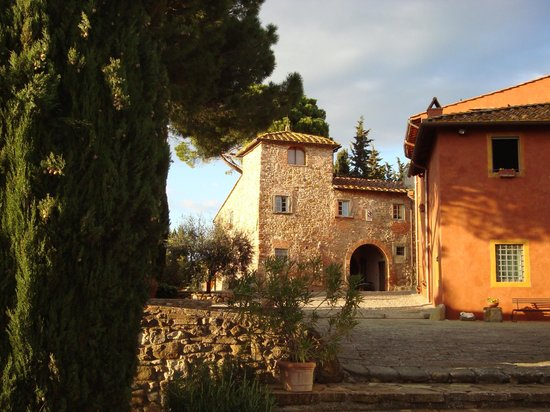 Salvadonica - Borgo Agrituristico del Chianti: cortile interno